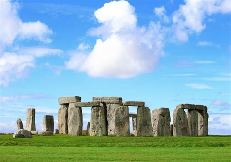 Windsor Castle, Stonehenge, Lacock and Bath Tour with Free